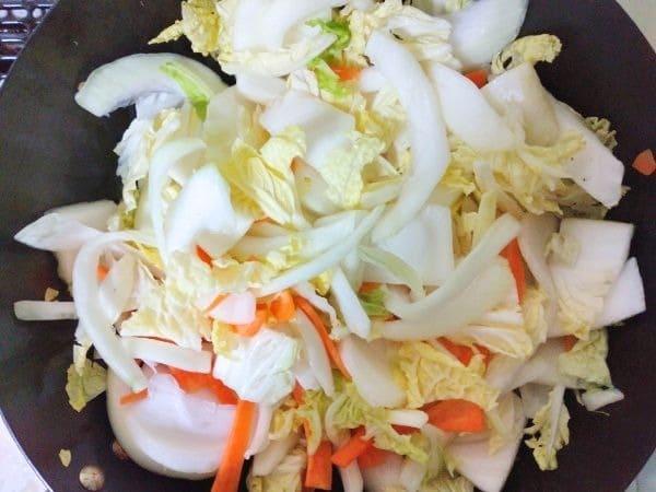 牛しゃぶと野菜のフライパン蒸し工程1